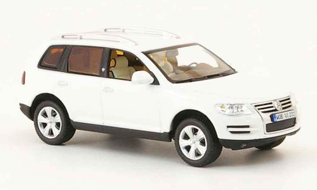 Volkswagen Touareg 1/43 Minichamps white north sail diecast model cars