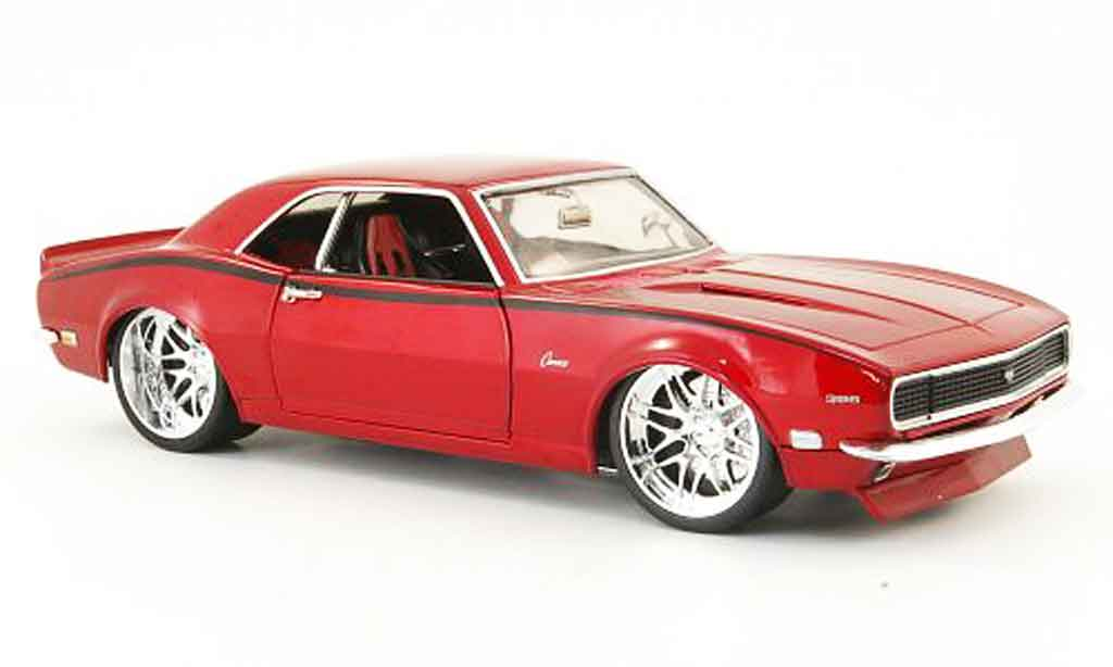 Chevrolet Camaro Z28 1/18 Hot Wheels rouge tunigversion 1968 miniature