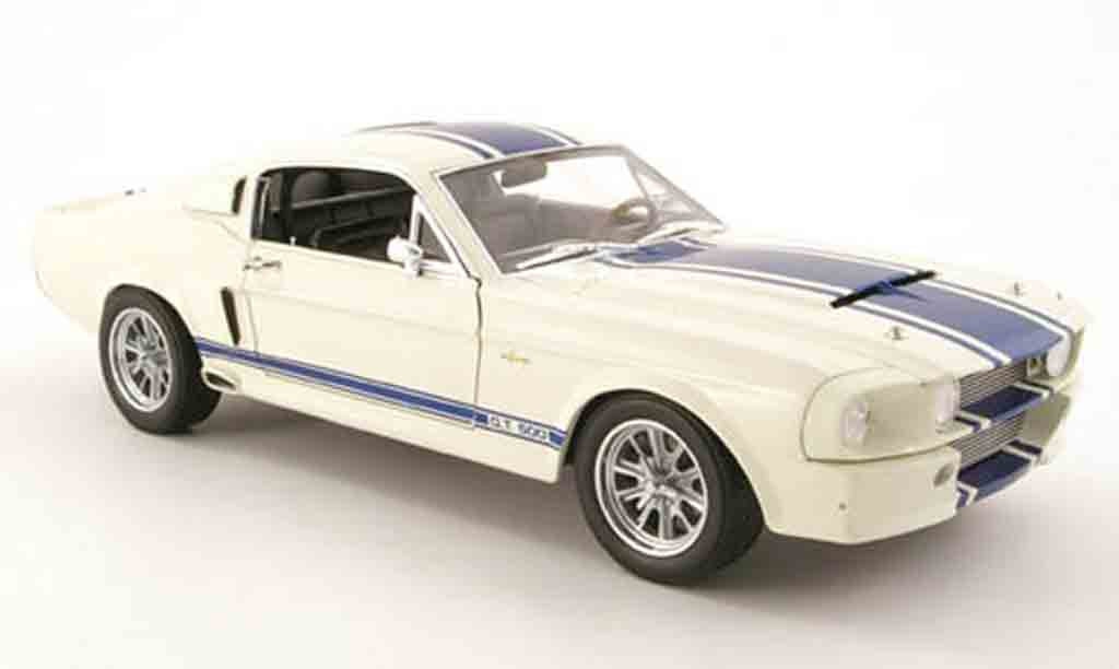 Shelby GT 500 1/18 Shelby Collectibles super snake blanche/bleu 1967 miniature