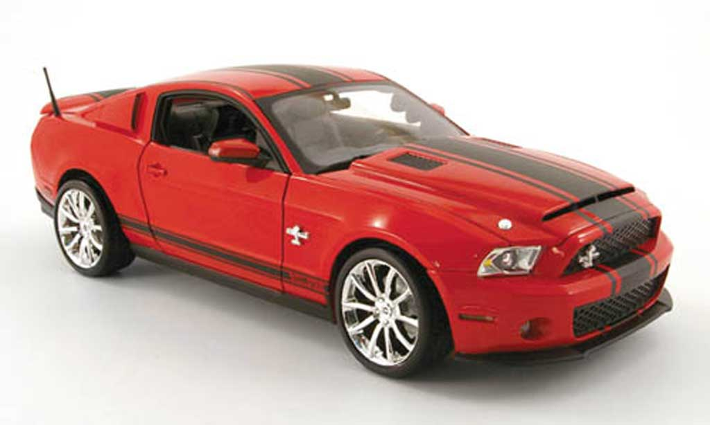 Shelby GT 500 1/18 Shelby Collectibles super snake rouge/mattnoir 2010 miniature