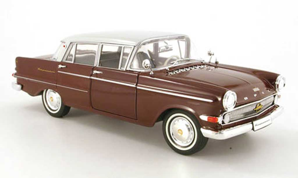 Opel Kapitan 1/18 Revell p2.6 rouge/grise clair miniature