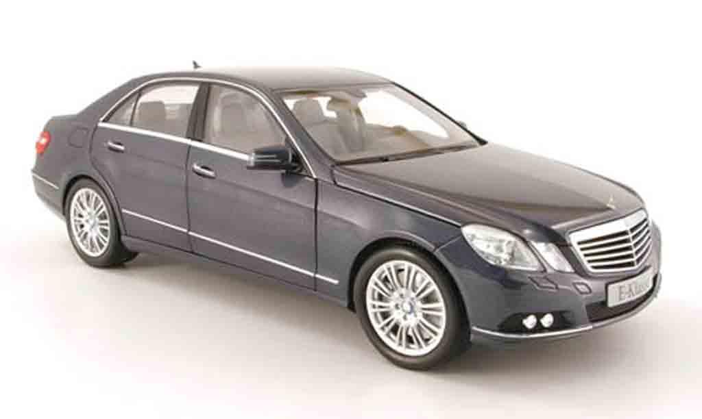 Mercedes Classe E 1/18 Minichamps (w212) grise 2009 miniature