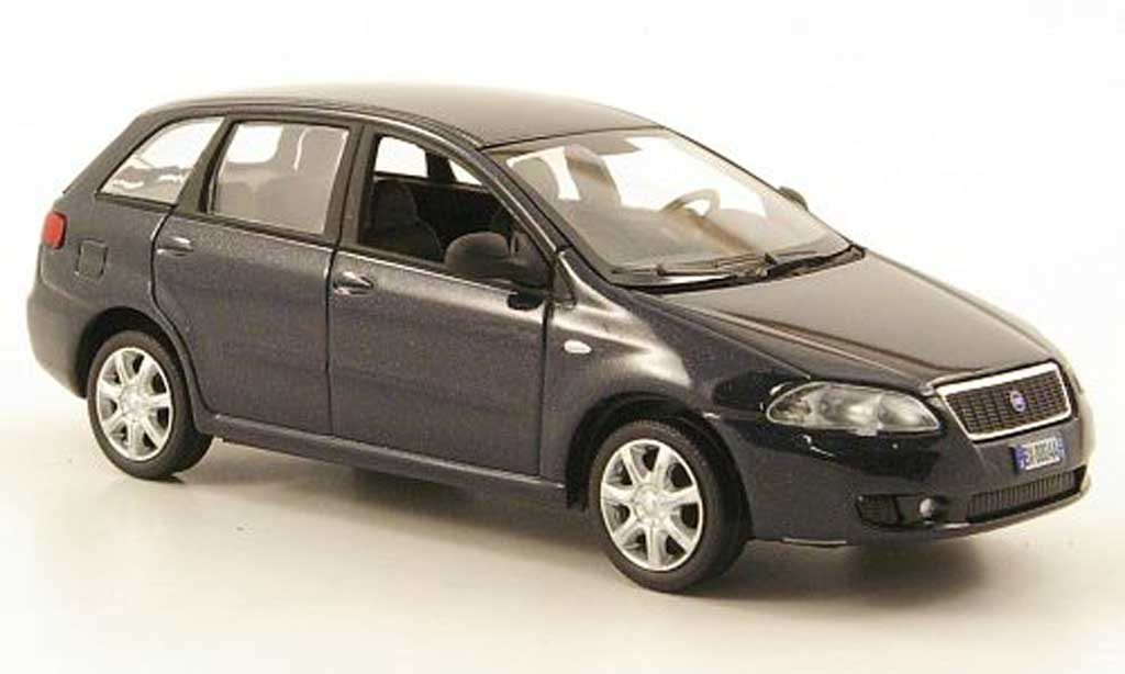 Fiat Croma 1/43 Hachette II bleu 2005 miniature