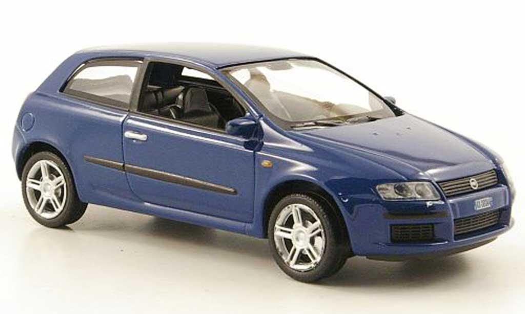 Fiat Stilo 1/43 Hachette bleu 3-portes 2002 miniature