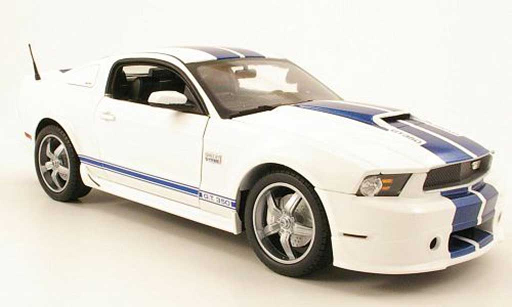 Shelby GT 350 2011 1/18 Shelby Collectibles blanche bleu miniature
