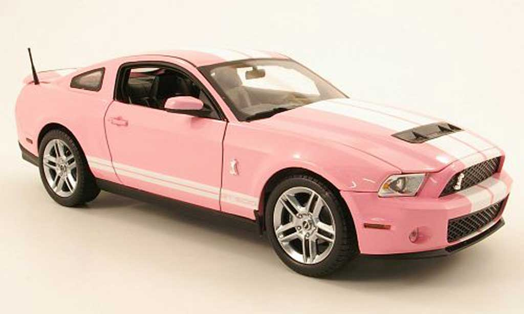 Shelby GT 500 1/18 Shelby Collectibles rose/blanche 2010 miniature