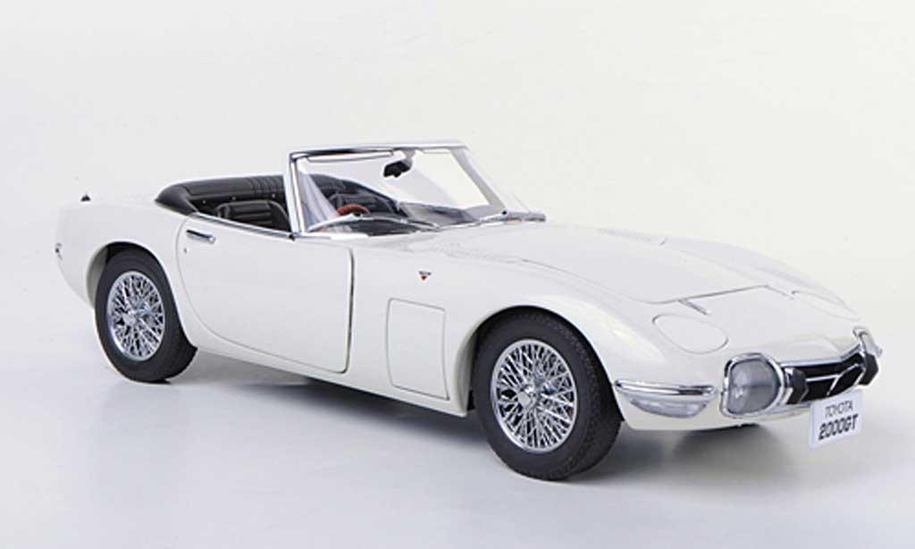 Toyota 2000 GT 1/18 Autoart Cabriolet blanche RHD 1967 miniature