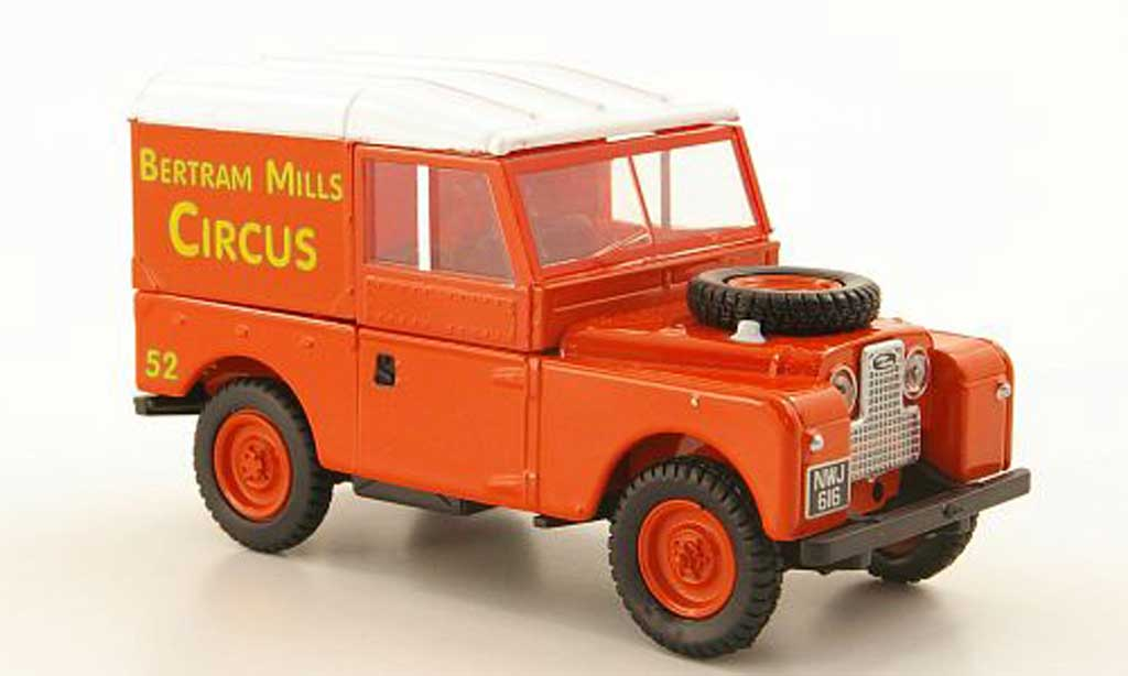 Land Rover 88 1/43 Oxford Hard Top Bertram Mills Circus miniature