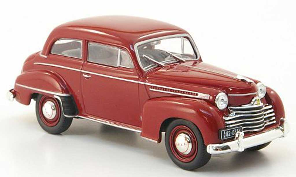 Opel Olympia 1/43 WhiteBox Limousine rouge 1951 miniature