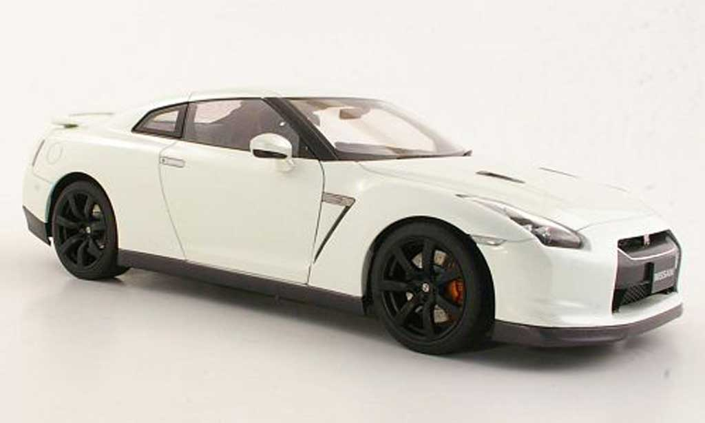 nissan skyline r35 miniature gt r blanche autoart 1 18. Black Bedroom Furniture Sets. Home Design Ideas