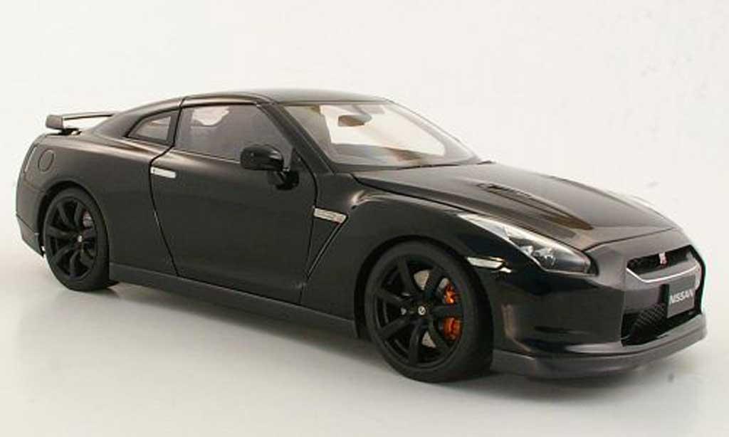 Nissan Skyline R35 1/18 Autoart GT-R  nero miniatura