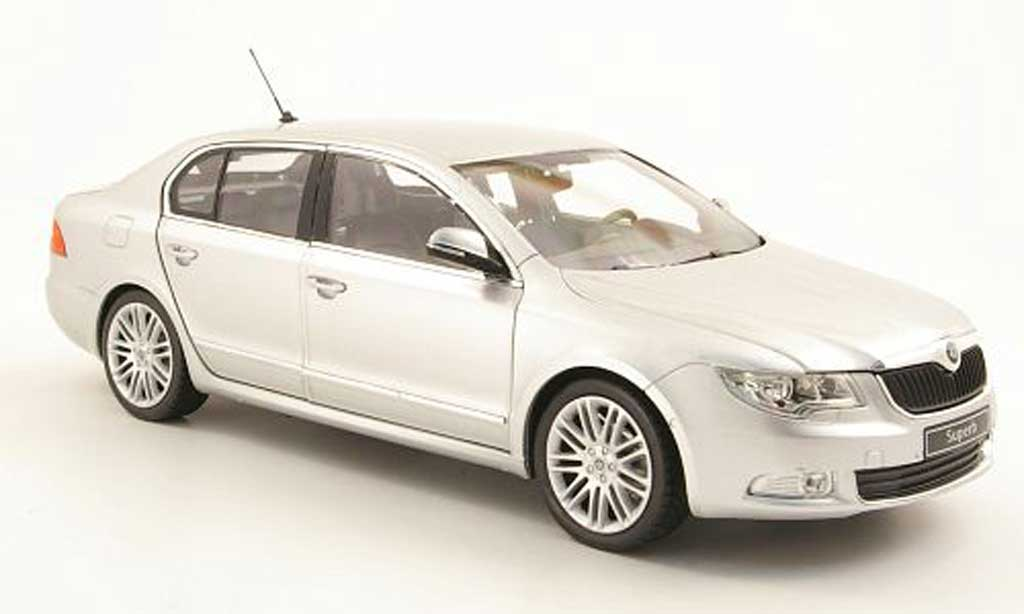 Skoda Superb 2008 1/18 Abrex Superb II  2008 miniature
