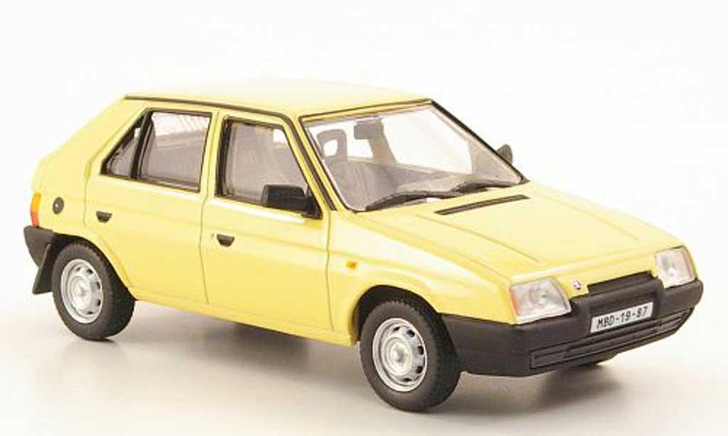 Skoda Favorit 1/43 Abrex 136L beige 1987 miniature