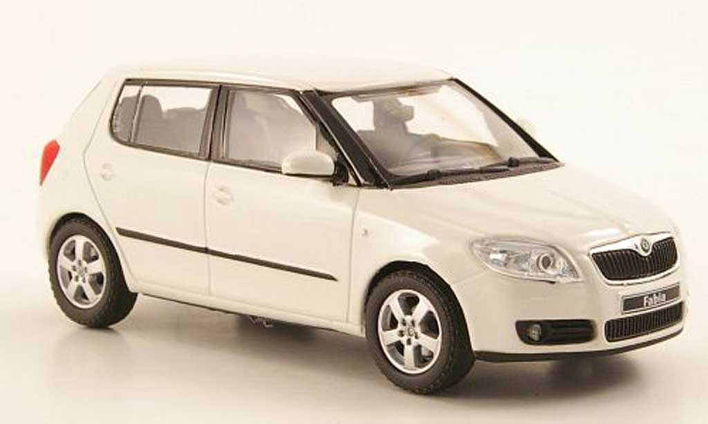 skoda fabia miniature blanche 2006 abrex 1 43 voiture. Black Bedroom Furniture Sets. Home Design Ideas