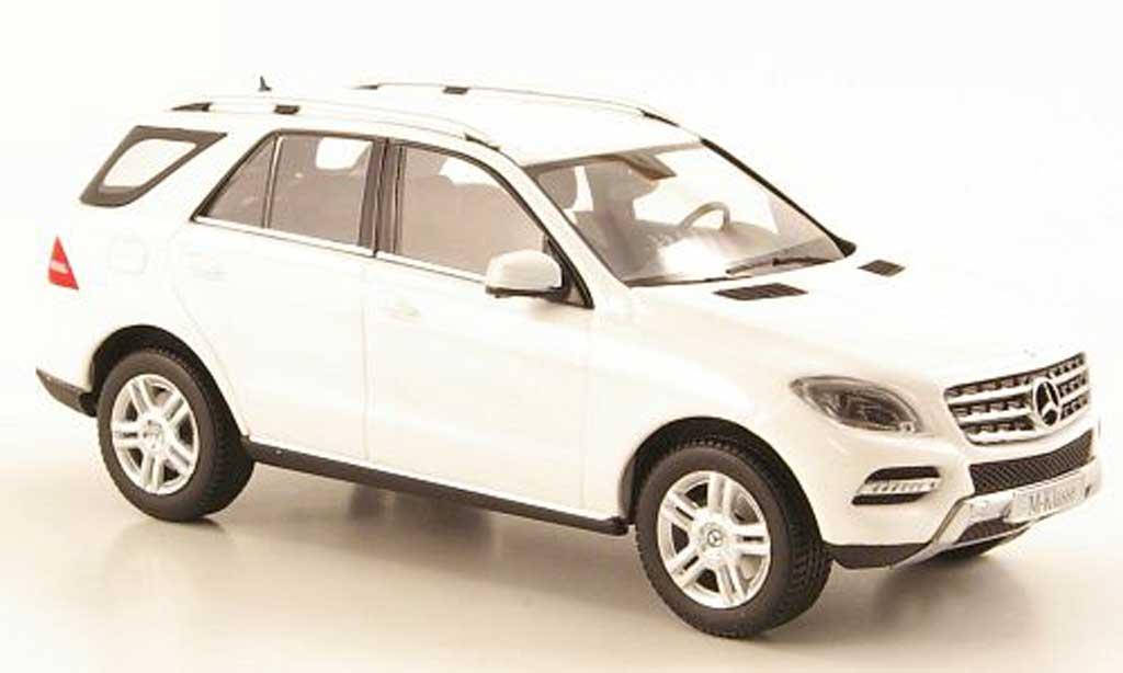 Mercedes Classe M 1/43 Minichamps (W166) ML white 2011 diecast model cars