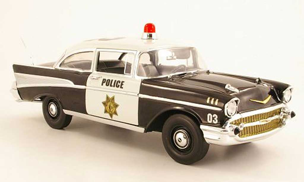 Chevrolet Bel Air 1957 1/18 Highway 61 Bel Air noire/blanche Police miniature