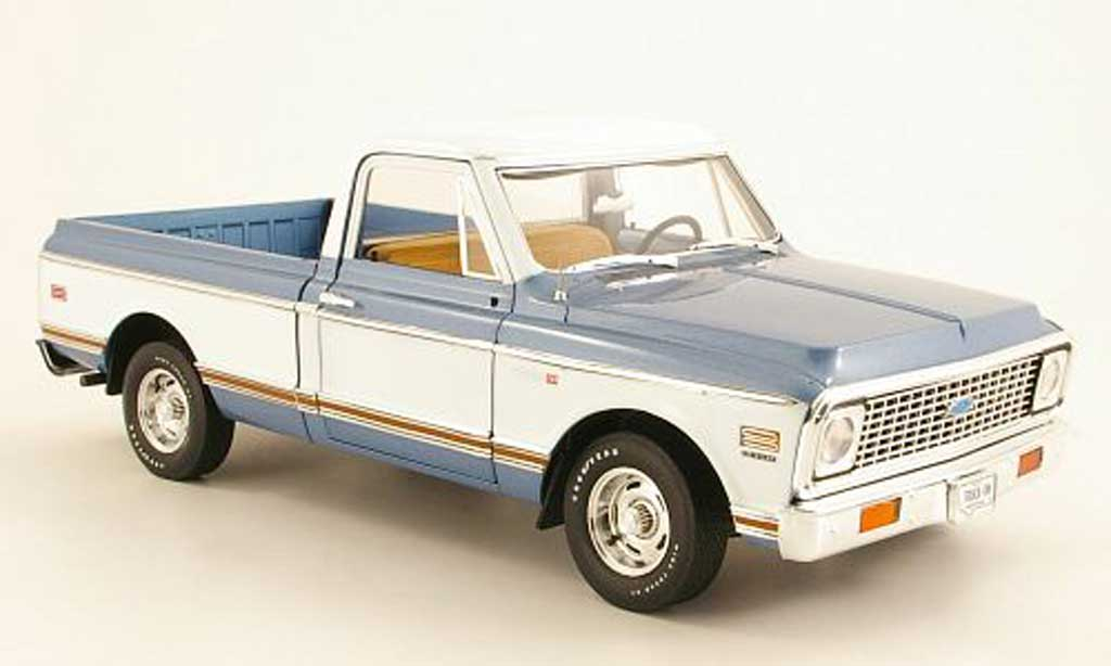 Chevrolet C-10 1/18 Highway 61 Fleetside Pick Up bleu/blanche 1972 miniature