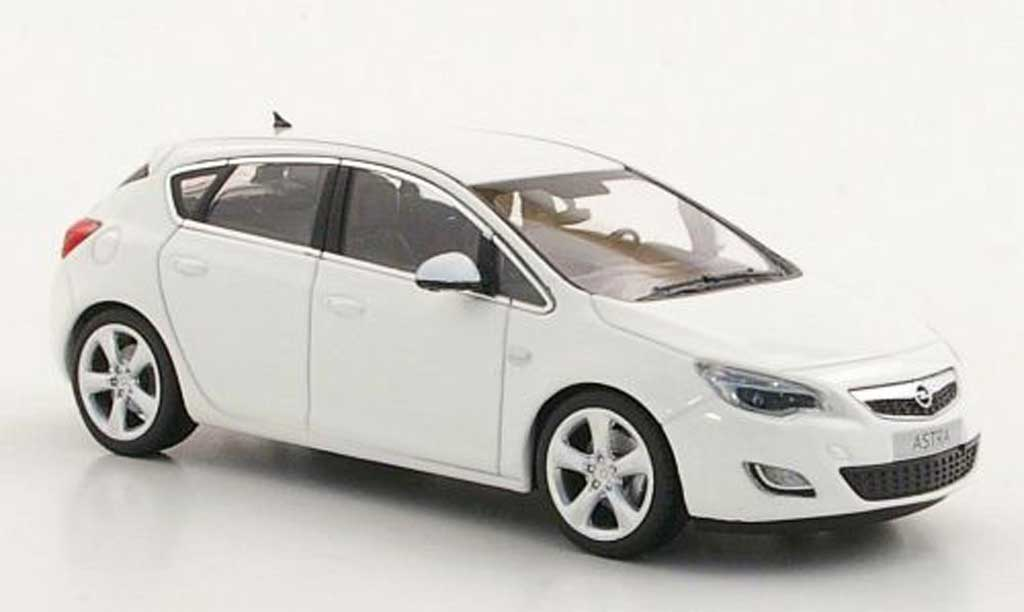 opel astra miniature blanche 2010 minichamps 1 43. Black Bedroom Furniture Sets. Home Design Ideas