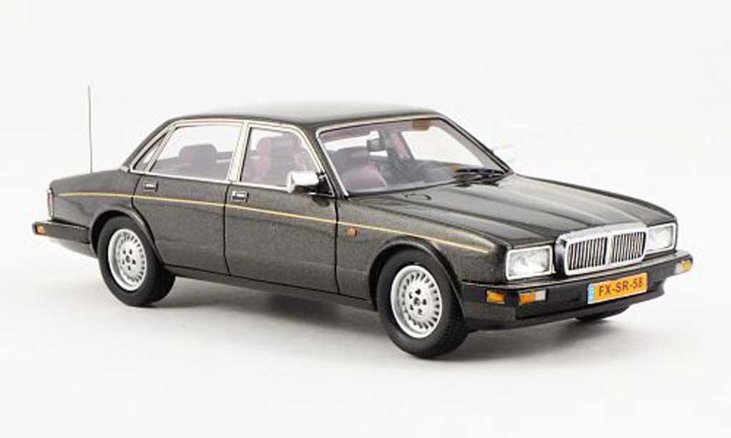 Daimler XJ40 1/43 Neo Sovereign grise 1990 miniature