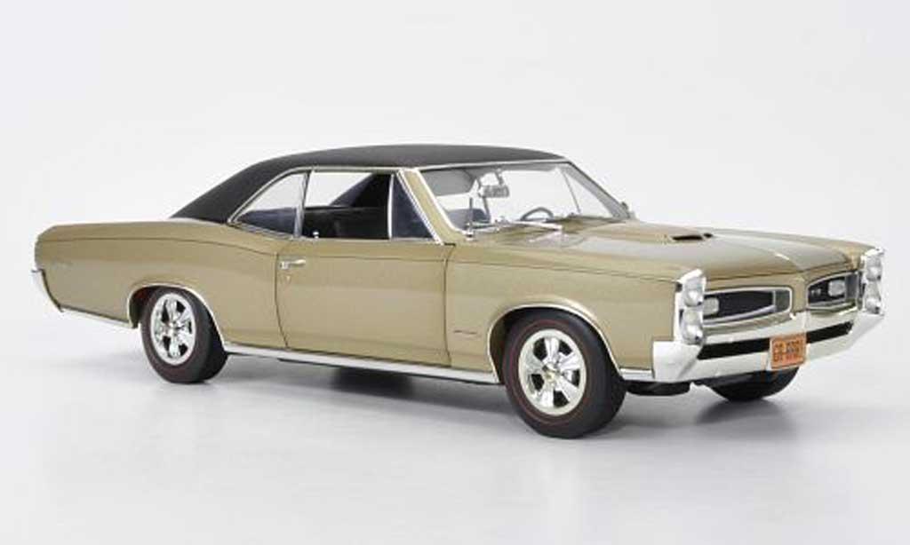 Pontiac GTO 1/18 Highway 61 Hardtop beige/matt negro 1966 coche miniatura