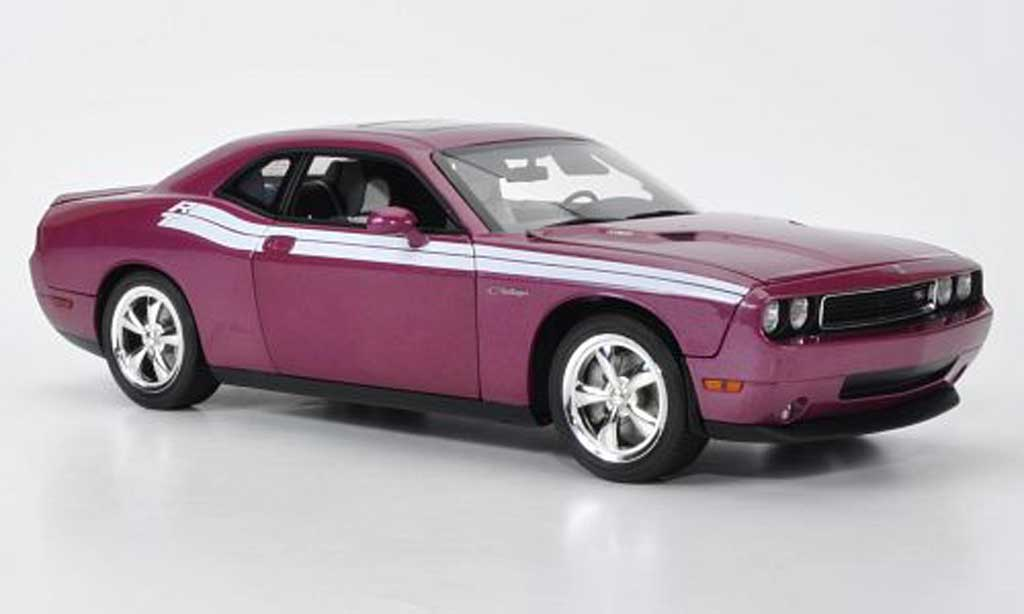 dodge challenger 2010 r t lila mit weisser dekoration highway 61 modellauto 1 18 kaufen. Black Bedroom Furniture Sets. Home Design Ideas