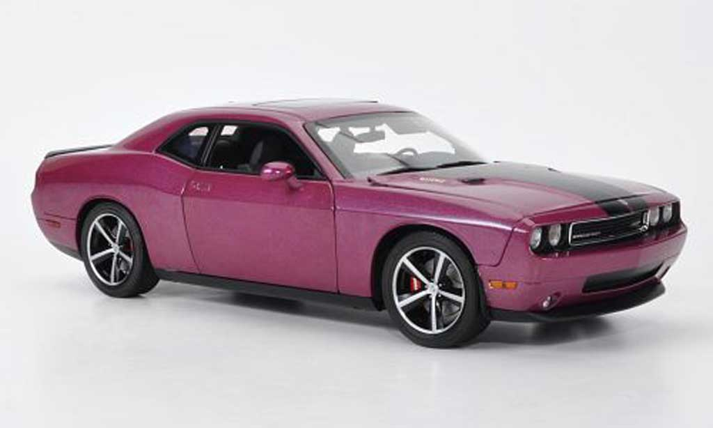 Dodge Challenger 2010 1/18 Highway 61 SRT8 lila/matt noire miniature