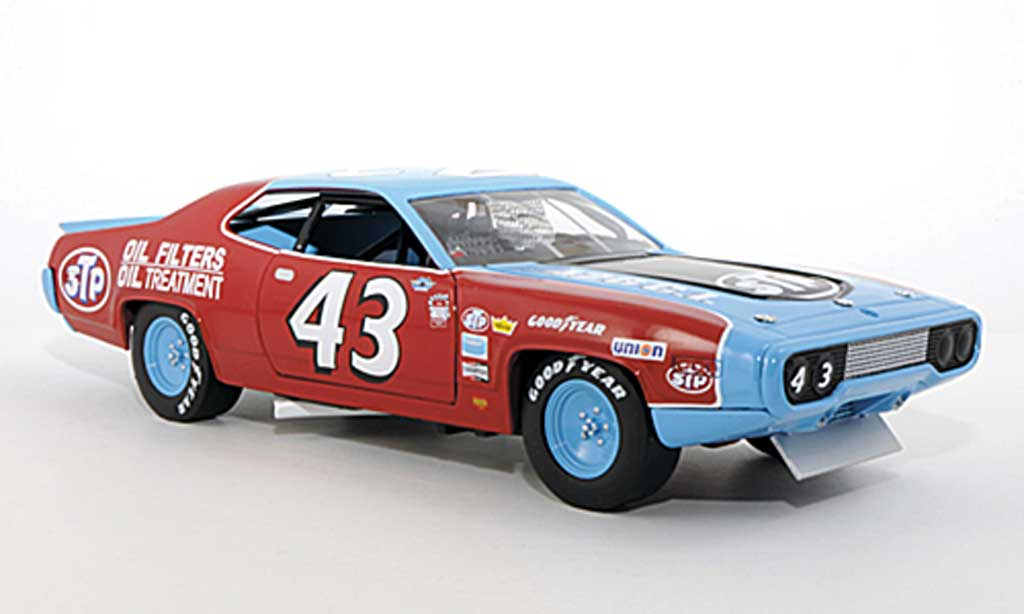 Plymouth Road Runner 1/18 Ertl No.43 Richard Petty 1972 miniature