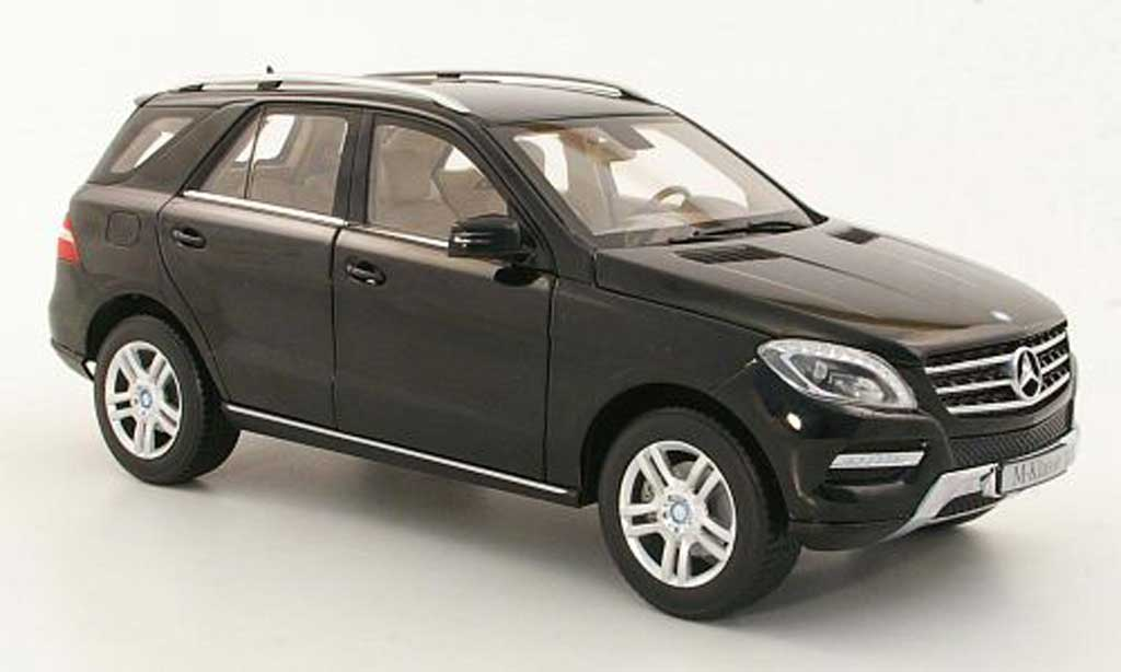 Mercedes Classe M 1/18 Minichamps (W166) ML black 2011 diecast model cars