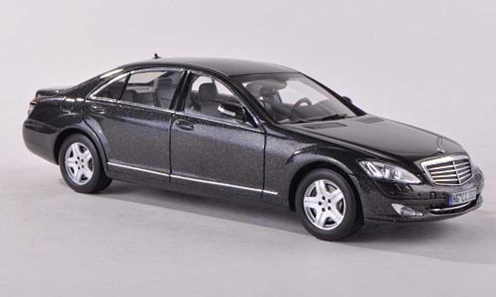 Mercedes W 221 1/43 Spark S classe noire-gris miniature