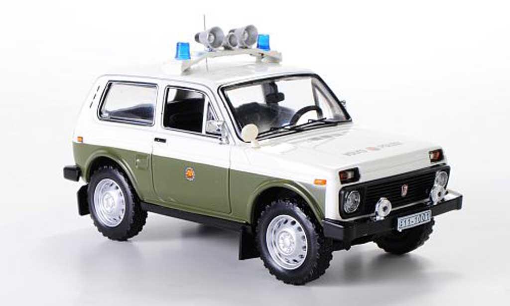 Lada Niva 1/43 IST Models (VAZ2121) Volkspolizei 1978 miniature