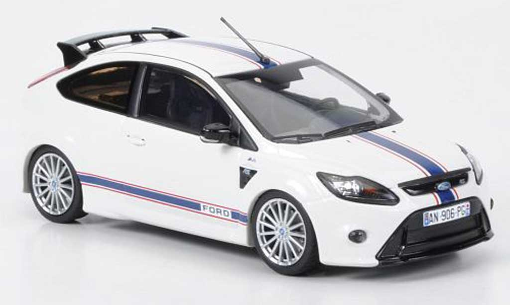 ford focus rs le mans edition weiss gt 40 design 1967 sondermodell mcw 2010 minichamps. Black Bedroom Furniture Sets. Home Design Ideas