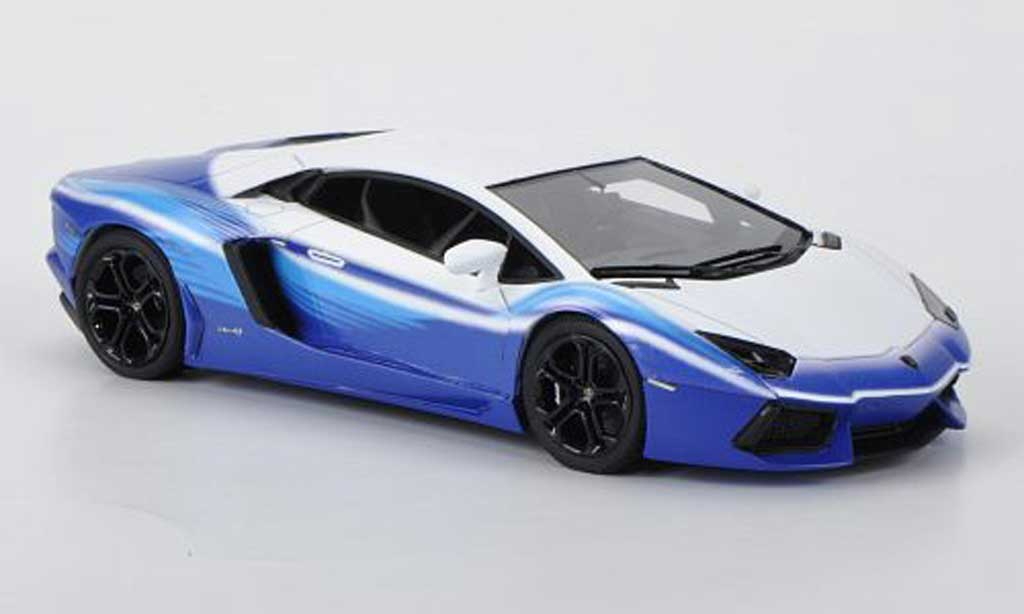 Lamborghini Aventador LP700-4 1/43 Look Smart 'Dreamliner Tribute'' mattblanche/bleu miniature