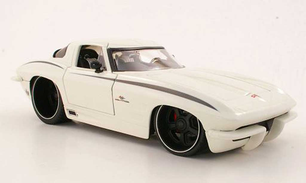 Chevrolet Corvette C2 1/18 Jada Toys Toys Stingrise blanche 1963 miniature