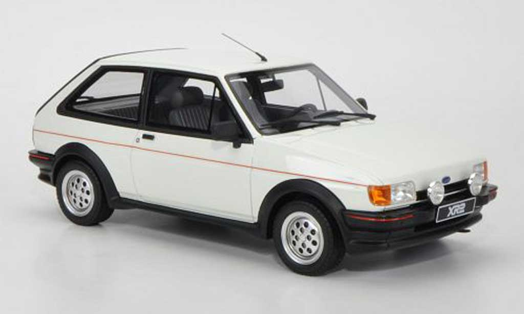 Ford Fiesta 1/18 Ottomobile MkII XR2 blanche miniature