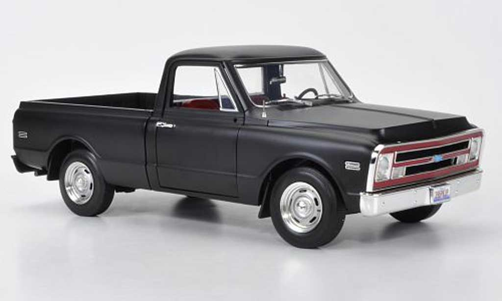 Chevrolet C-10 1/18 Highway 61 Fleetside Pickup matt noire 1968 miniature