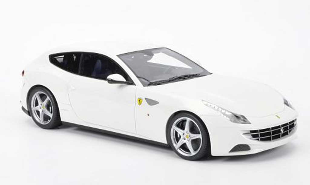 Ferrari FF 1/18 MR Collection blanche miniature