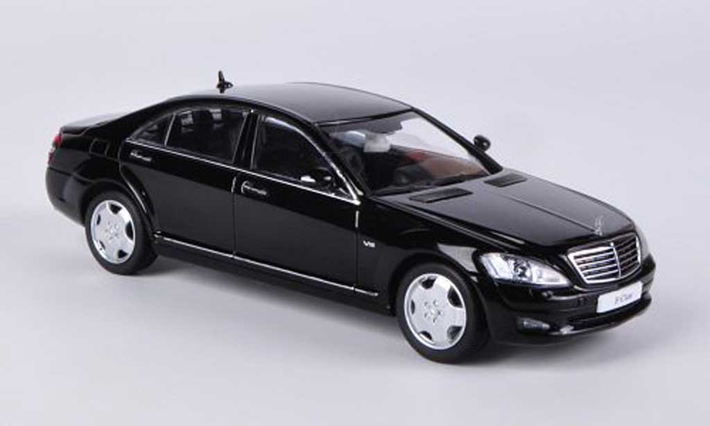 mercedes classe s miniature langversion v221 noire kyosho 1 43 voiture. Black Bedroom Furniture Sets. Home Design Ideas