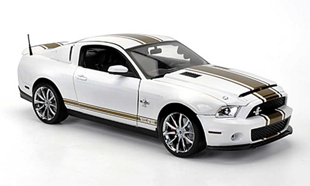 Shelby GT 500 2012 1/18 Shelby Collectibles Super Snake blanche avec goldenen bandes miniature