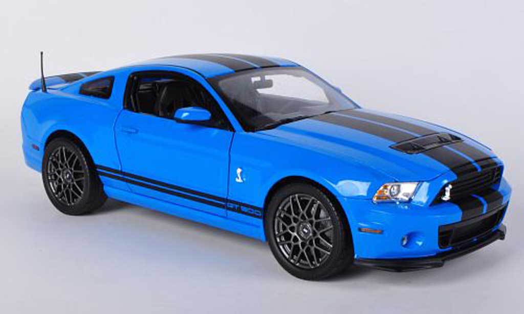 Shelby GT 500 1/18 Shelby Collectibles bleu/mattnoire 2013 miniature