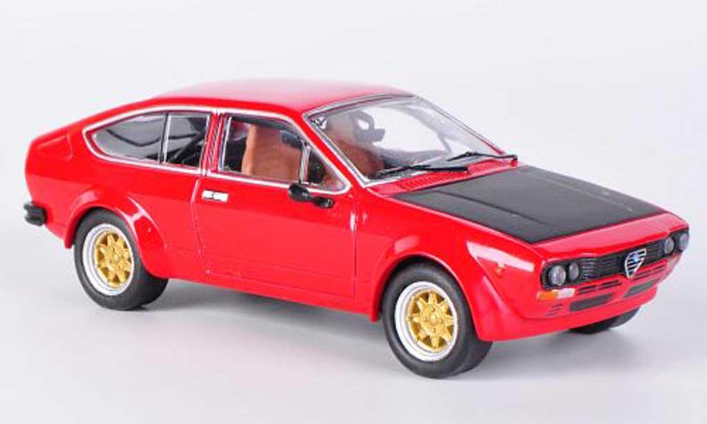 Alfa Romeo GT 2.0 1/43 M4 V 2.0 Alfetta 2000 rouge/mattnoire 1976 miniature