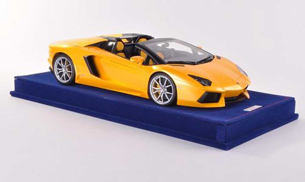 Lamborghini Aventador LP700-4 1/18 MR Collection Roadster jaune  miniature