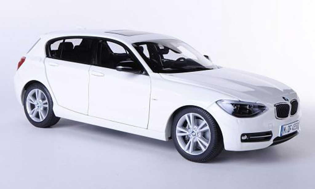 Bmw 116 F20 (F20) white Funfturer 2011 Paragon. Bmw 116 F20 (F20) white Funfturer 2011 miniature 1/18