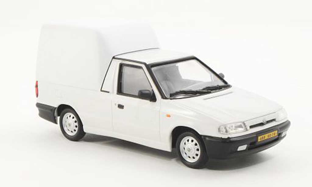 Skoda Felicia 1/43 Abrex Pick-Up blanche/blanche 1996 miniature