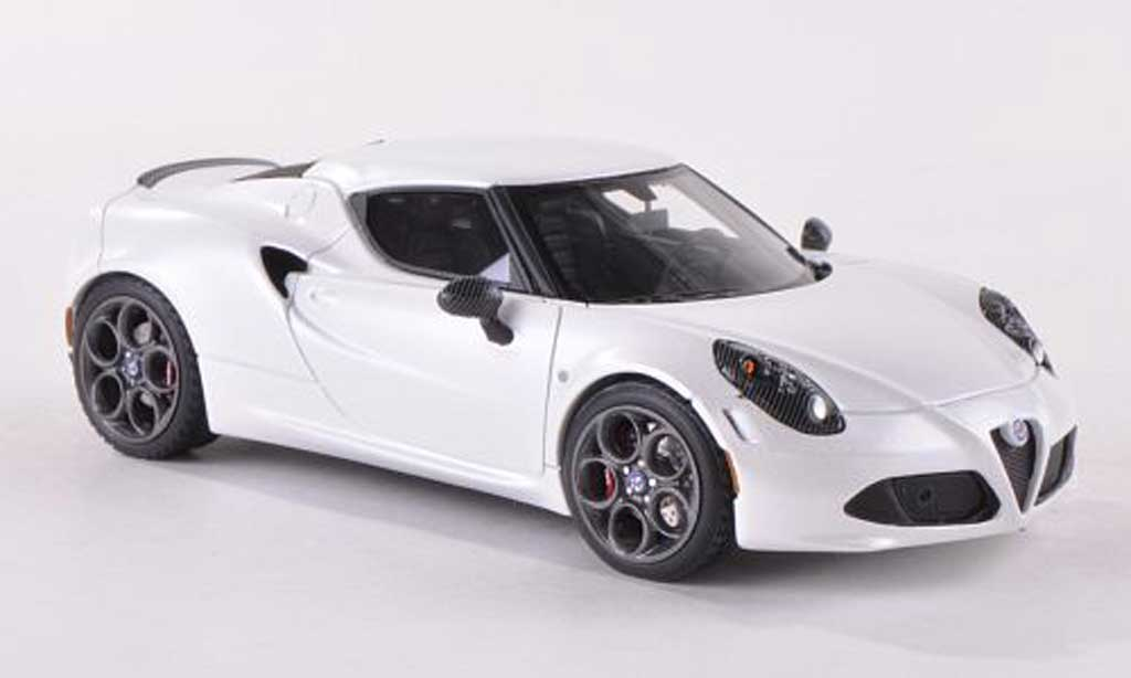 Alfa Romeo 4C 1/43 Look Smart Launch Edition matt-white 2013 diecast model cars