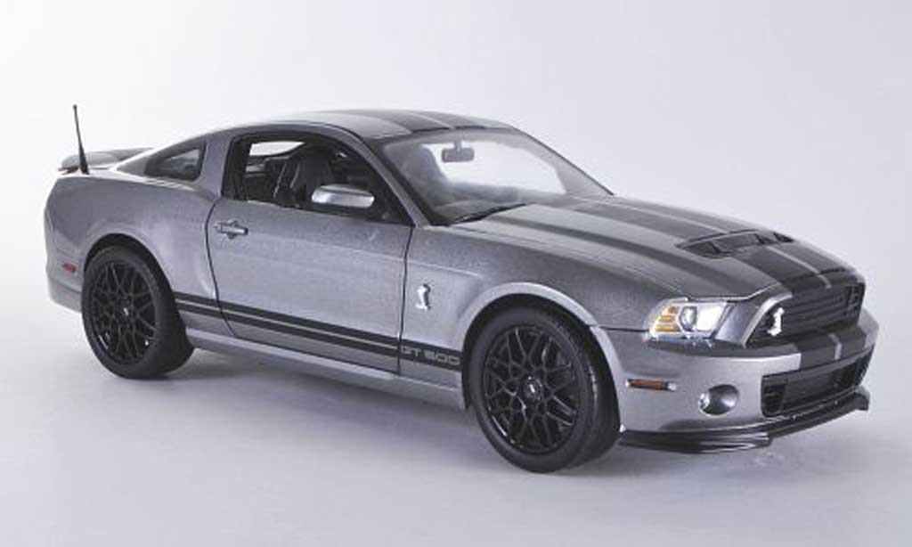 Shelby GT 500 1/18 Shelby Collectibles grise mit noireen Streifen miniature
