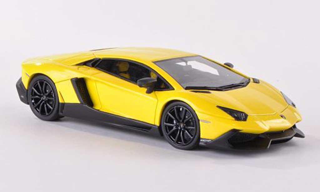 Lamborghini Aventador LP720-4 1/43 Look Smart jaune 50. Anniversary miniature
