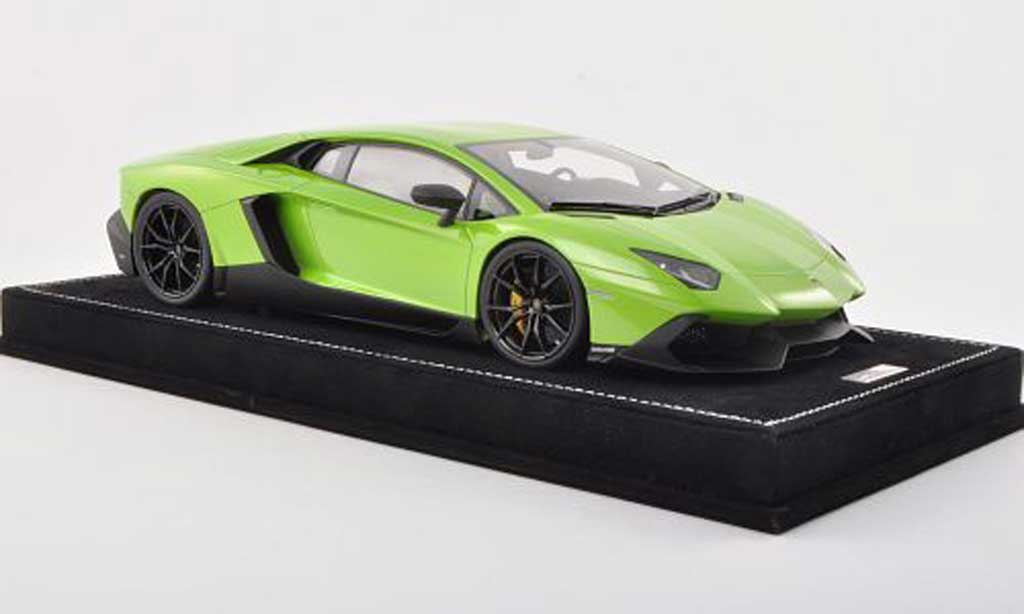 Lamborghini Aventador LP720-4 1/18 MR Collection 50eme Anniversaire verte  miniature