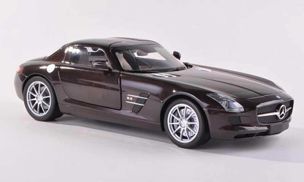Mercedes SLS 1/43 Minichamps AMG noire-brun  2010 miniature