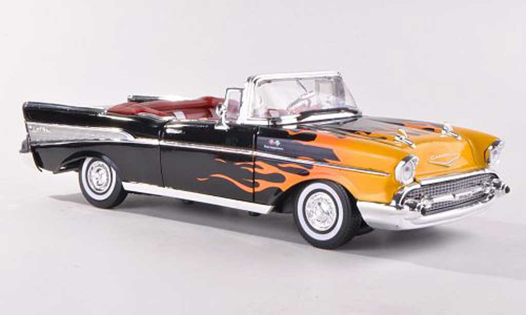 Chevrolet Bel Air 1957 Convertible black mit Flammendekor Motormax. Chevrolet Bel Air 1957 Convertible black mit Flammendekor miniature 1/18