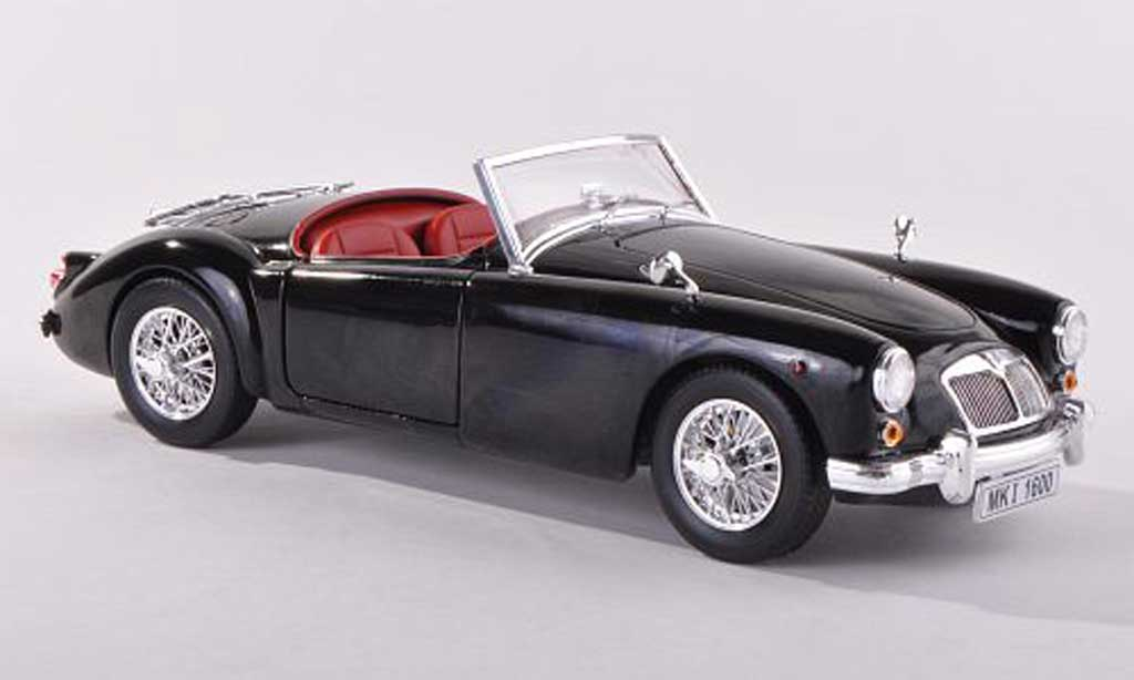 mg mga miniature roadster noire verdeck liegt avec revell 1 18 voiture. Black Bedroom Furniture Sets. Home Design Ideas